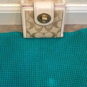 Coach wallet kept in non smoking home